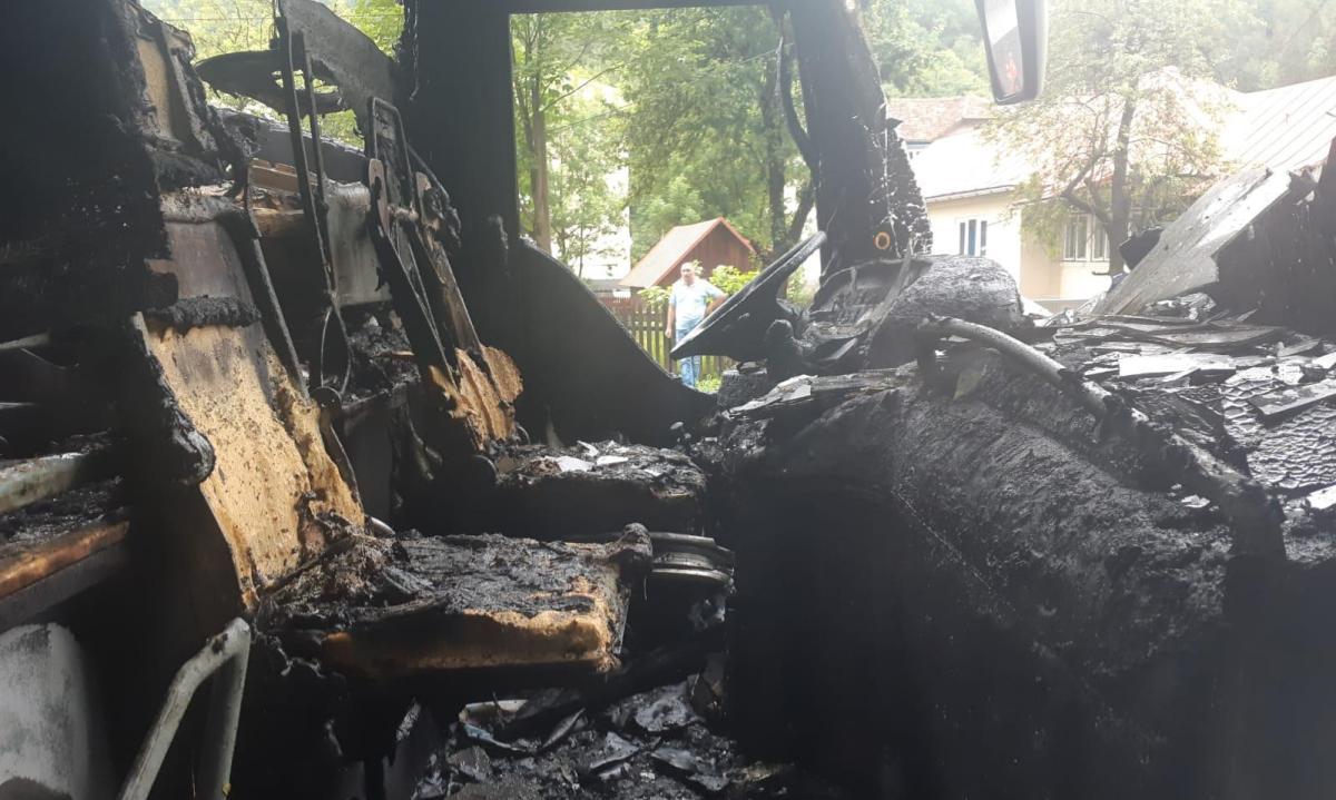 autocar incendiu azuga1