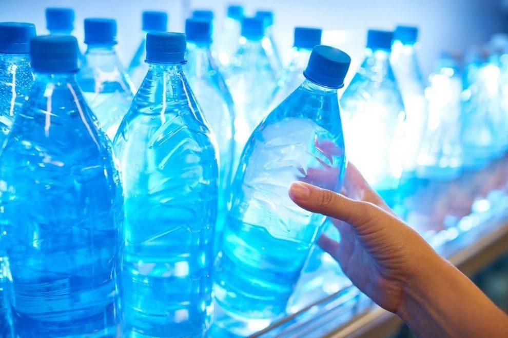 Apa îmbuteliată se scumpește cu 20%