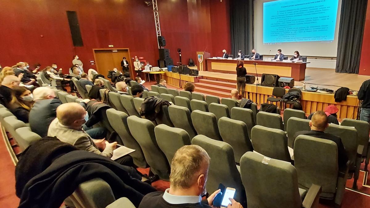 CJ Prahova şi Primăria Ploieşti vor forma o asociaţie pentru gestionarea sistemului de termoficare