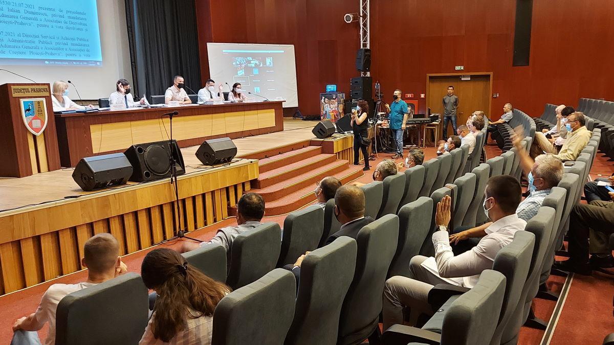 Consiliul Judeţean Prahova a votat pentru preluarea şi modernizarea clădirilor dezafectate de la taberele din Cheia şi Buşteni