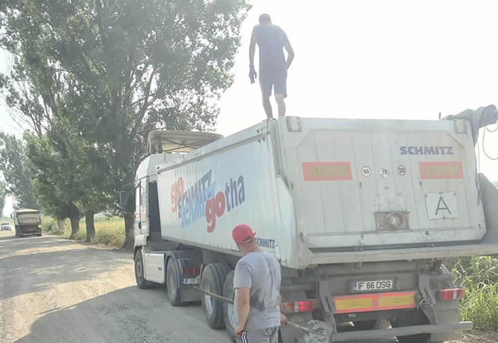 DUMBRAVA: Lucrări în derulare pe drumul spre Trestienii de Jos