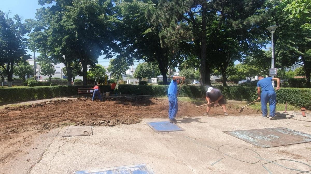 Lucrări de reabilitare demarate într-un loc de joacă din Ploieşti, în urma unei sponsorizări de peste 200.000 de lei