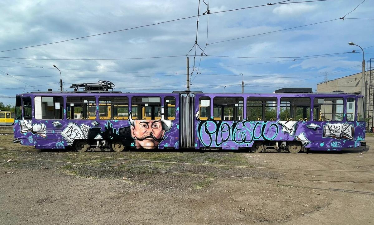 Chipurile unor personalităţi, pictate pe tramvaiele din Ploieşti. Caragiale deschide seria