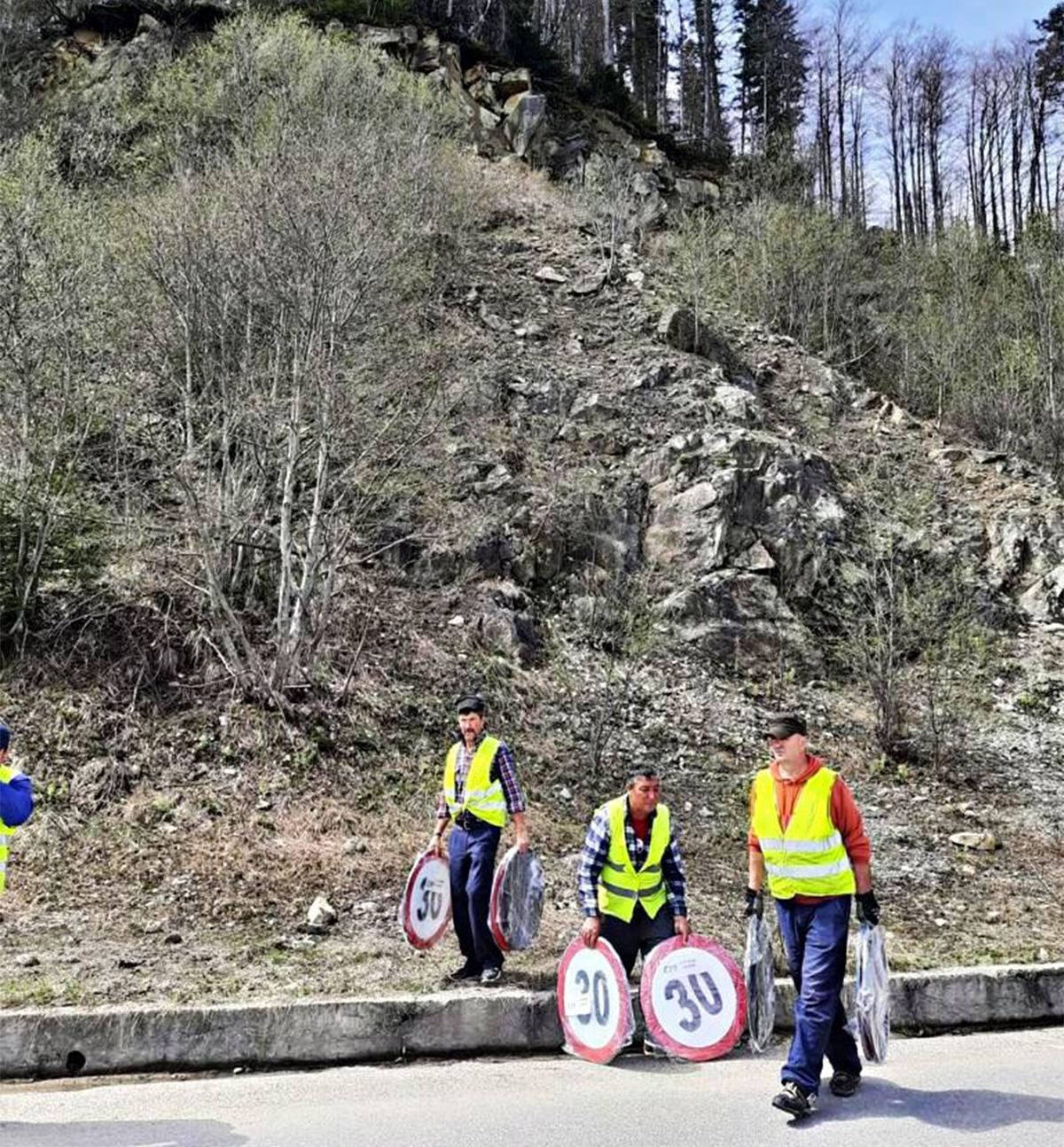 Pericol pe TransBucegi! Circulația a fost restricționată, din cauza căderilor de pietre și a desprinderii unor blocuri de stâncă
