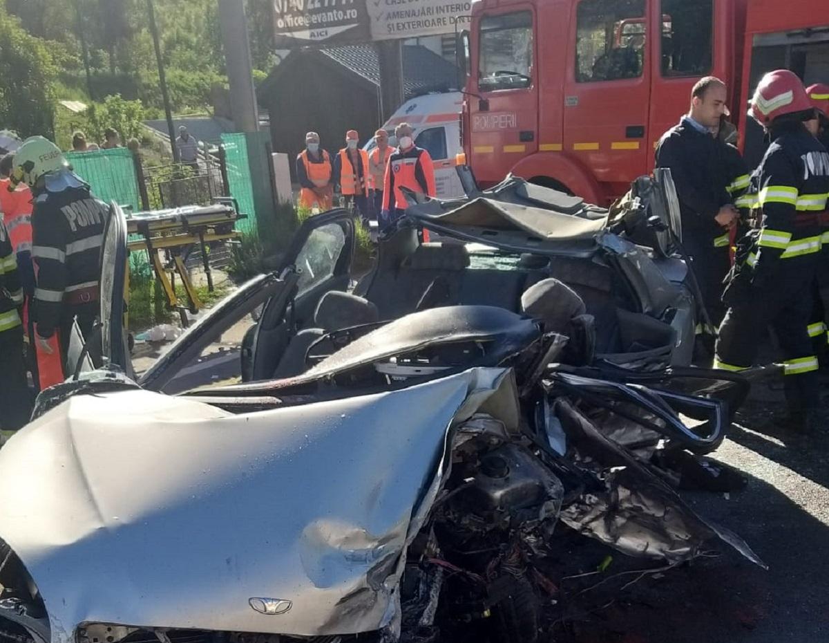 Cinci bărbați, cu vârste între 18 și 43 de ani, au murit în accidentul de la Nistorești // Două victime rănite grav, preluate de echipajele SMURD // Imagini de la locul tragediei
