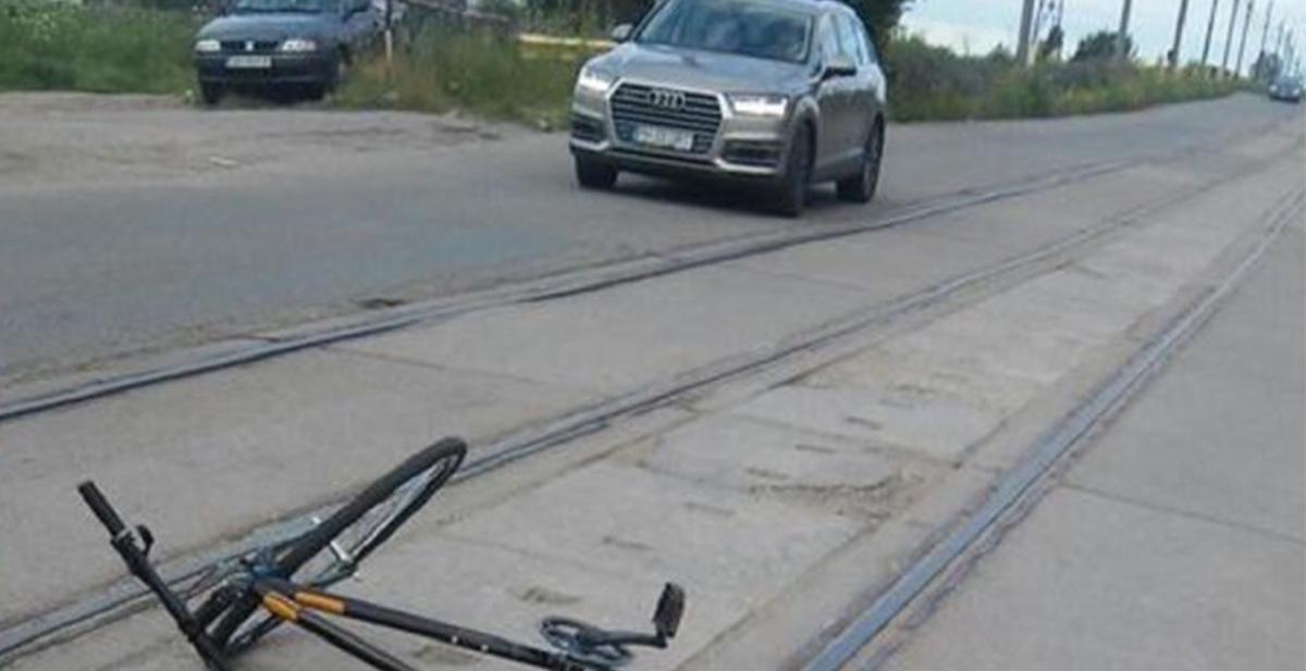 Un bărbat a murit, la Ploiești, după ce a căzut cu bicicleta. Accidentul s-ar fi produs din cauza liniilor de tramvai deteriorate din cartierul Mihai Bravu
