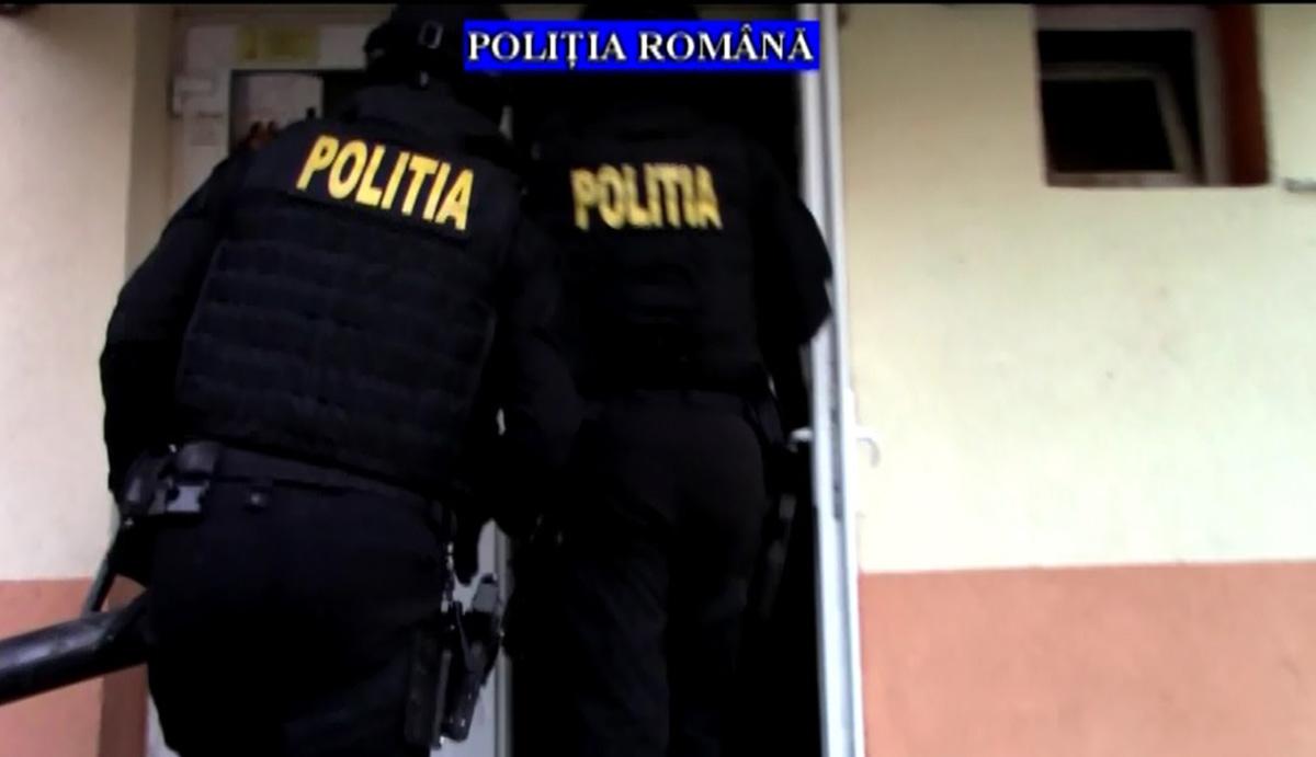 Percheziții ale polițiștilor prahoveni, în București și în 15 județe, la persoane care ar fi comercializat ilegal tutun