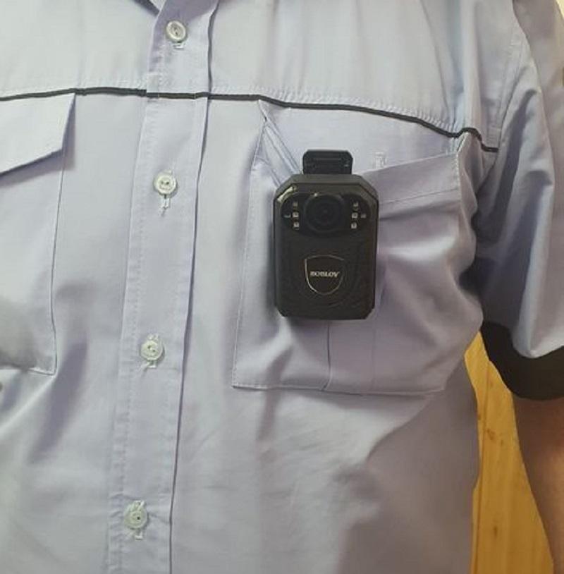 Polițiștii locali din Colceag au fost dotați cu sisteme bodycam, care vor înregistra toate intervențiile agenților