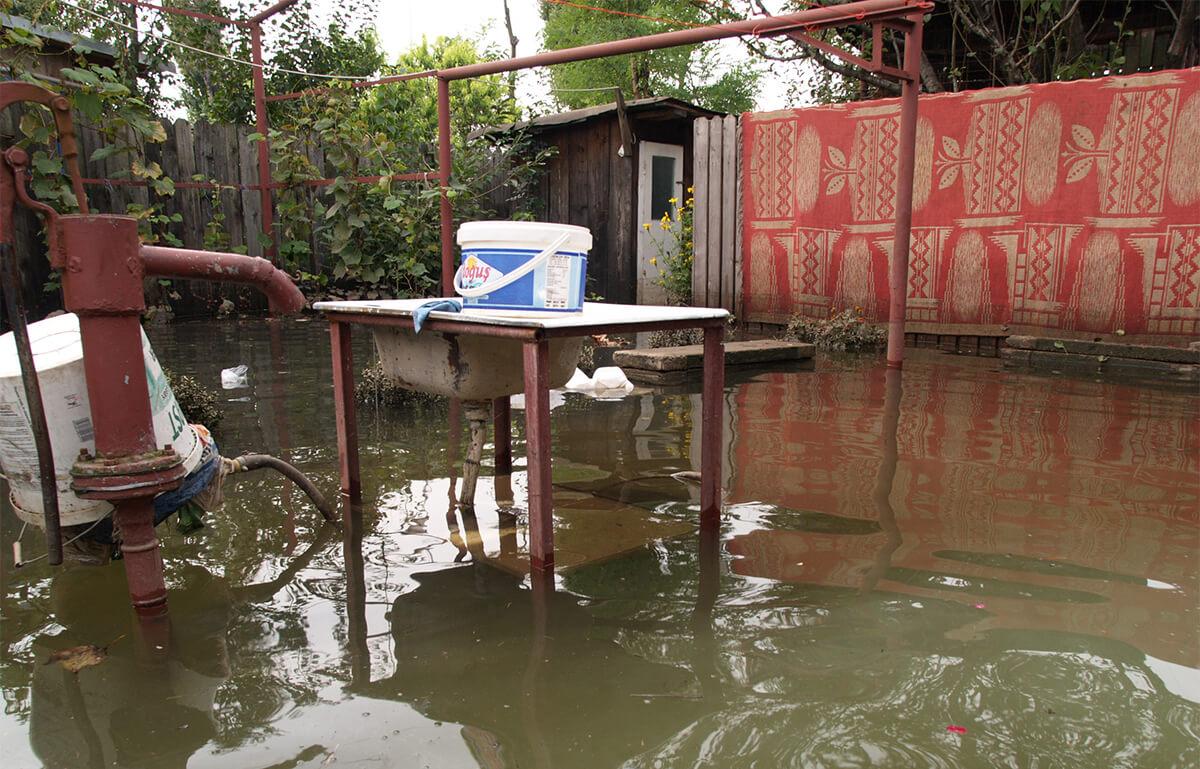 Locuințe și gospodării din patru localități prahovene, inundate în urma ploilor torențiale
